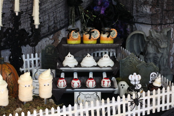 Halloween Party Table Plus Free Printables The Hopeless Housewife 6
