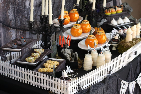 Halloween Party Table Plus Free Printables The Hopeless Housewife 2
