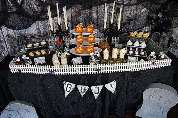 Halloween Party Table Plus Free Printables The Hopeless Housewife