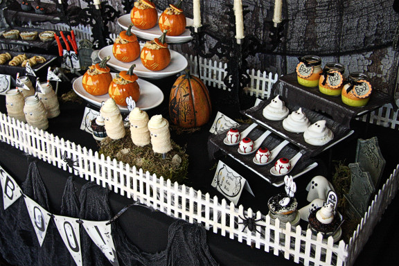 Halloween Party Table Plus Free Printables The Hopeless Housewife 4