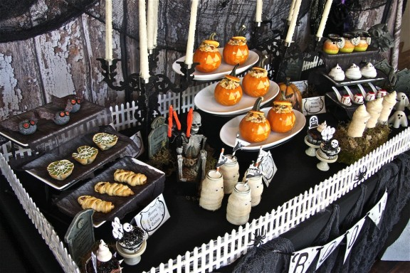 Halloween Party Table Plus Free Printables The Hopeless Housewife 3