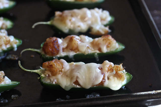 Bacon Jalapeño Poppers with a Cheesy Tater Tot Crust | The Hopeless Housewife