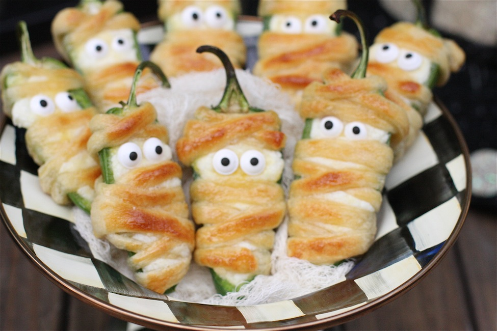 Halloweeño Jalapeño Popper Mummies 2| The Hopeless Houswife