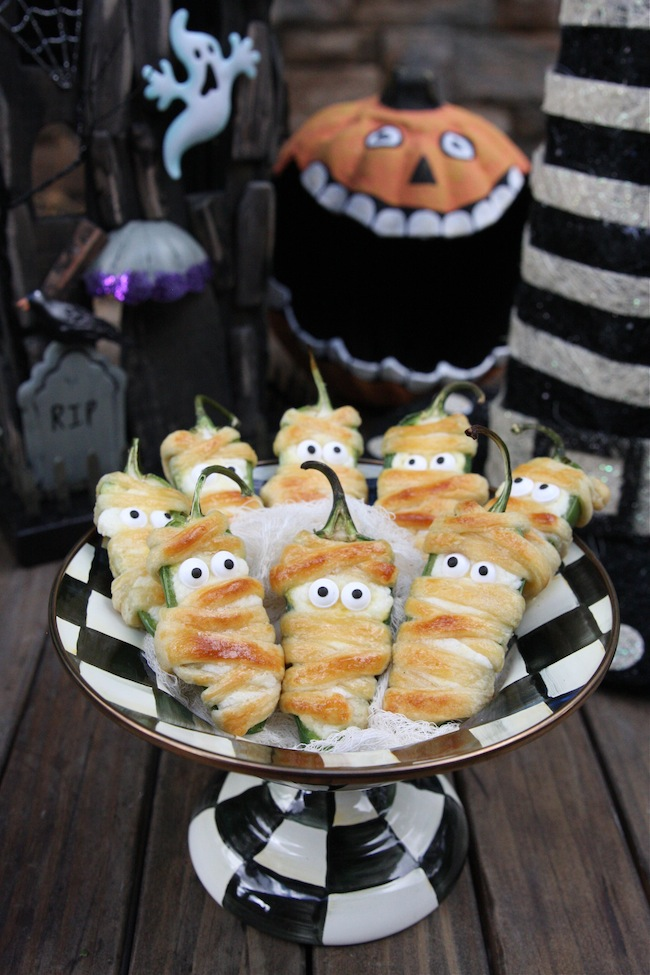 Halloweeño Jalapeño Popper Mummies | The Hopeless Houswife